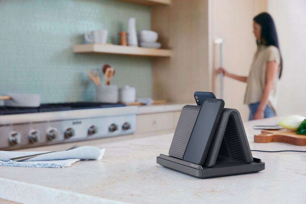 Spansive's Source can Wirelessly Charge Four Phones with Thick Cases-Chargerlab